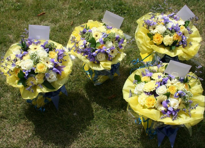 Presentation gift bouquets in blue and yellow