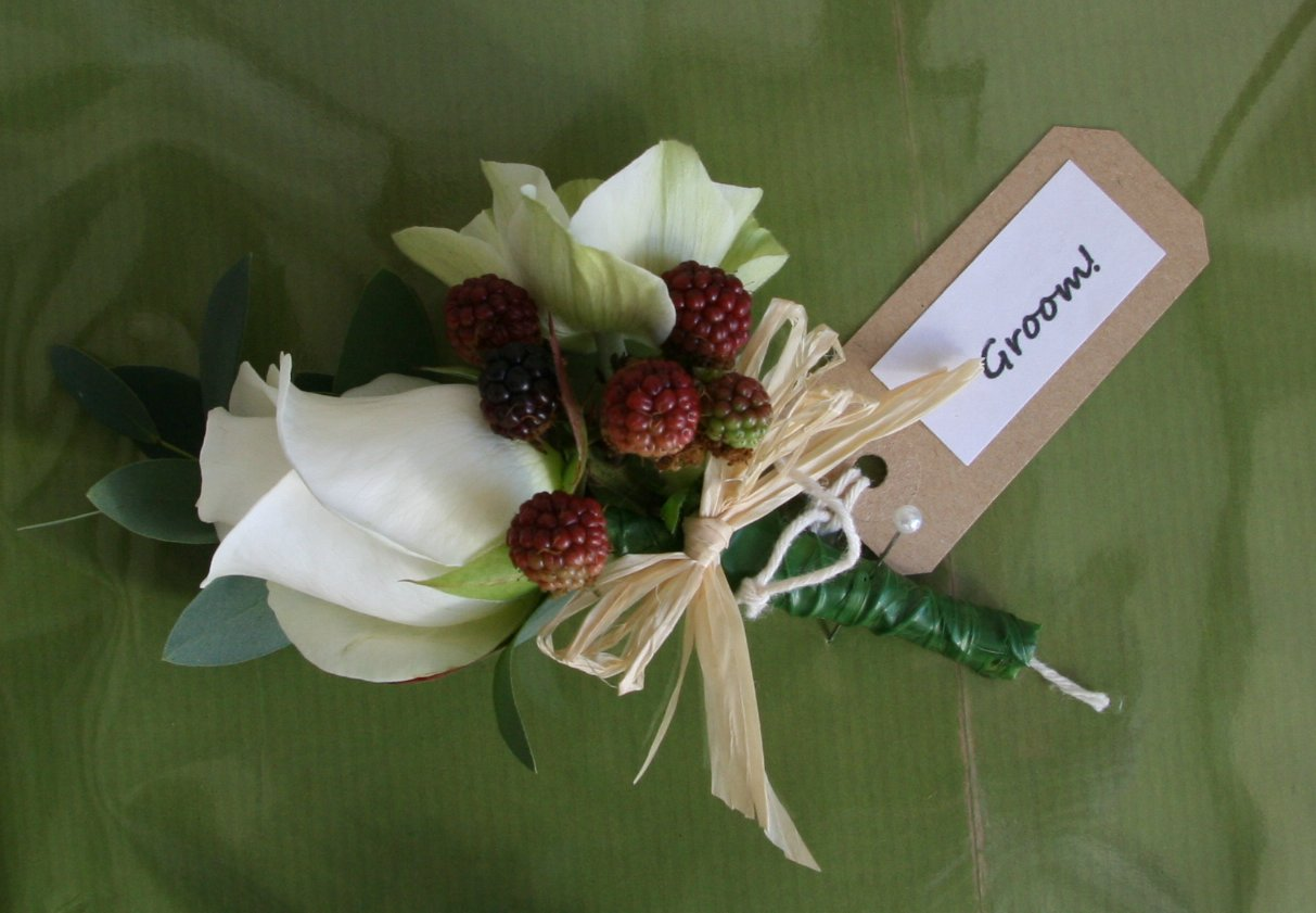 Click for further images of buttonholes and corsages