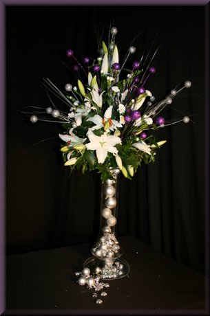 Christmas flower arrangement using silver baubles
